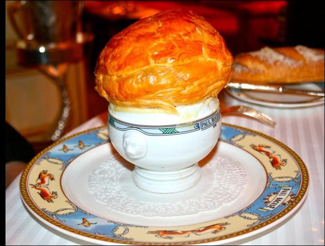 À quel président de la République, Paul Bocuse a-t-il dédié sa fameuse soupe aux truffes, servie dans des soupières individuelles portant les initiales du grand homme (mais que j'ai pris soin d'effacer) ?