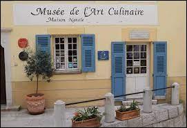 Quel grand cuisinier a l'honneur d'avoir pour musée, sa maison natale, à Villeneuve-Louvet ?