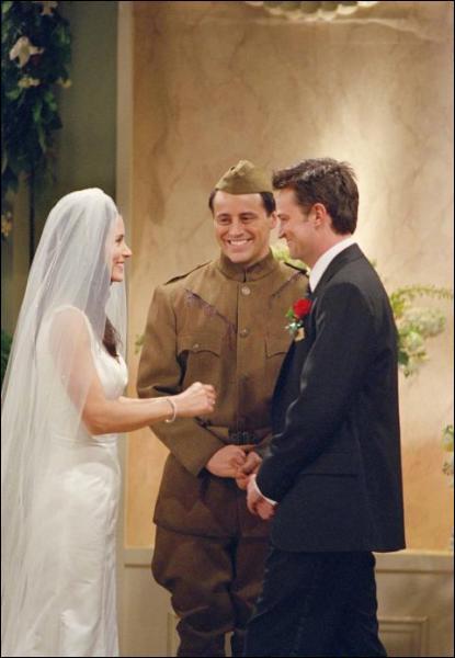 Dans quel quartier de New-York va Monica pour acheter sa robe de mariée ?