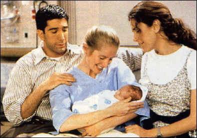 Sur quel prénom s'étaient au début décidées Suzanne et Carol pour l'enfant de Ross si c'était un garçon ?