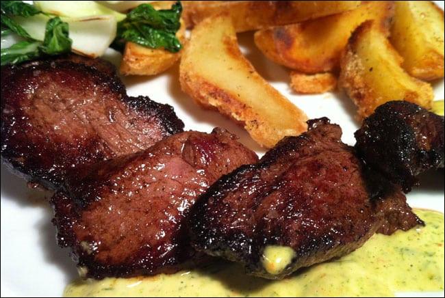C'est un steak un peu particulier, tiré d'un animal du bush, d'après ceux qui y ont goûté, c'est fameux !