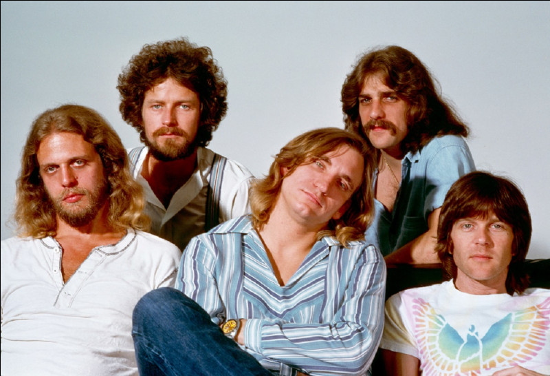 Quel est le titre de la chanson la plus célèbre des Eagles (Aigles en français) ?