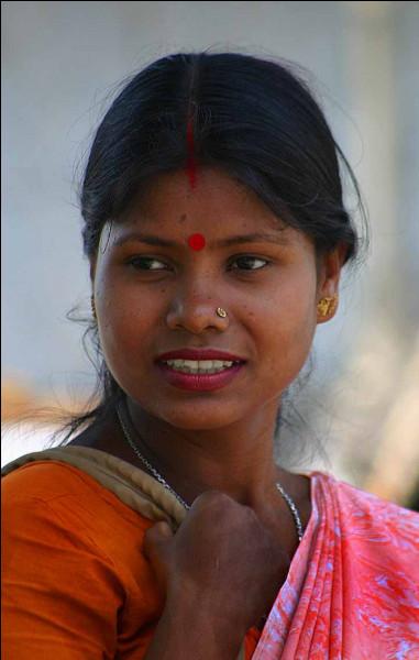 En Inde, motif peint ou posé sur le front des hindoues :