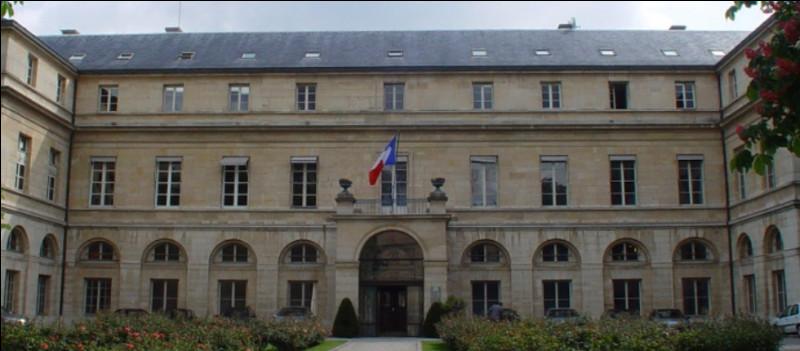 En France, qui est ministre de l'Enseignement supérieur et de la recherche en 2021 ?
