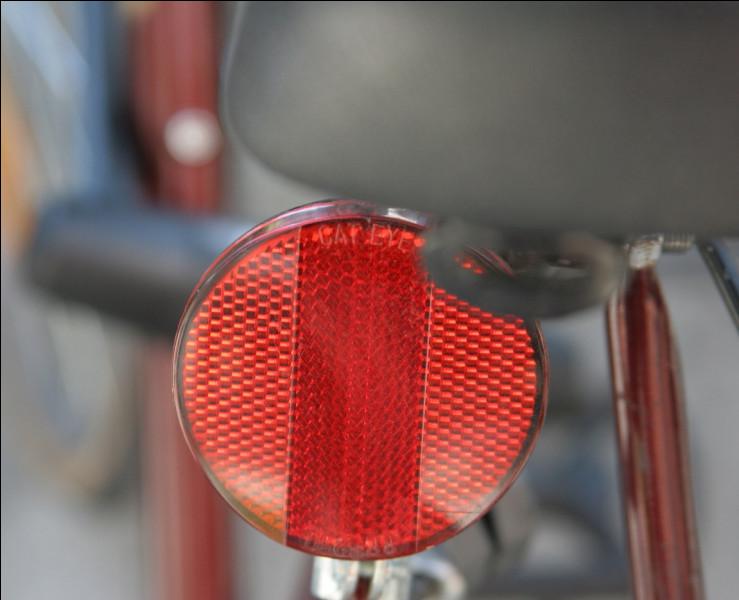 Quel est le nom de ce dispositif rétroréfléchissant que l'on trouve sur les bicyclettes ?