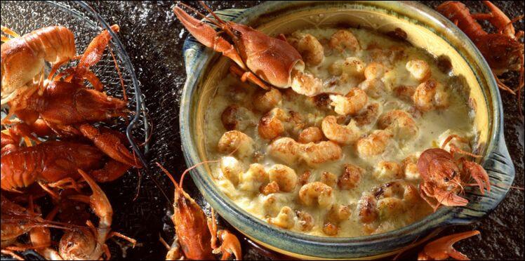 Avec les queues de quels crustacés confectionne-t-on le gratin qui est une spécialité dauphinoise (ville de Grenoble) ?