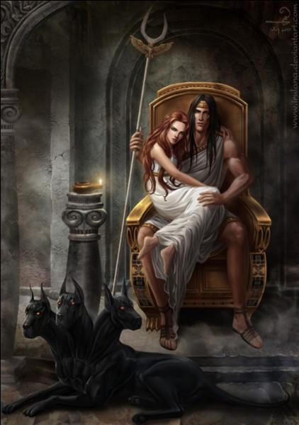 Pluton est l'un des trois grands dieux...
