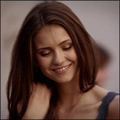 À quelle saison Elena devient vampire ?
