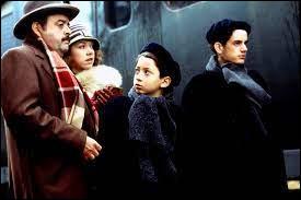 """Comment se prénomme le petit garçon surnommé """"Brasse-Bouillon"""" dans """"Vipère au poing"""" ?"""