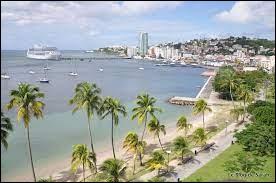 Fort-de-France est-elle une ville située en Guadeloupe ?