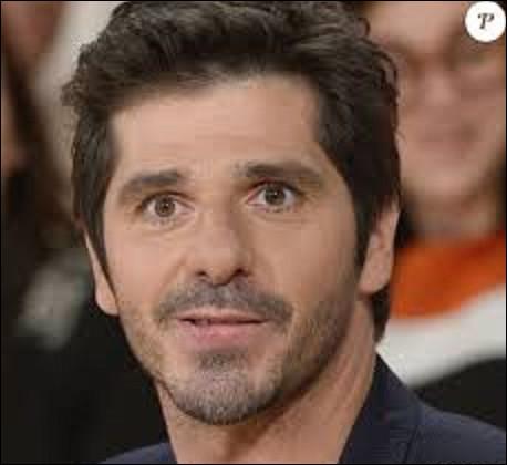 Chanteur : Patrick Fiori est un chanteur, auteur-compositeur né à Marseille le 23 septembre 1969. En 1998, il se fait connaitre du grand public dans la comédie musicale ''Notre-Dame de Paris'', quel rôle interprète-t-il ?