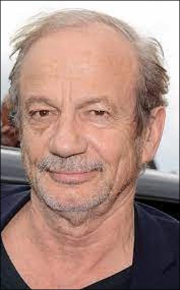 Cinéma : Acteur de cinéma et de théâtre, réalisateur, dialoguiste et scénariste, Patrick Chesnais, de son vrai nom Patrick Chenais, voit le jour à La Garenne-colombes en 1947. Récompensé d'un Molière pour la pièce ''Cochons d'Inde'' en 1998, il reçoit durant sa carrière également un César du meilleur acteur dans un second rôle en 1989. Pour quel film ?