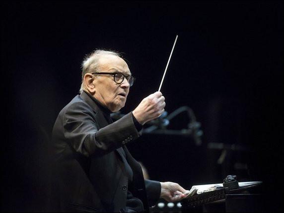 Ce musicien, célèbre pour les 500 musiques composées pour le cinéma et la télévision, c'est ... Morricone.