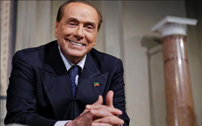 Cet homme d'affaires et homme politique, chef du gouvernement à trois reprises entre 1994 et 2011, c'est ... Berlusconi.