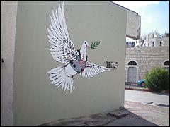 Je ne voudrais pas terminer ce quiz sans évoquer le street art et ce bel exemple peint sur un mur de Bethléem, où plus de quarante hommes furent exécutés, réalisé par...