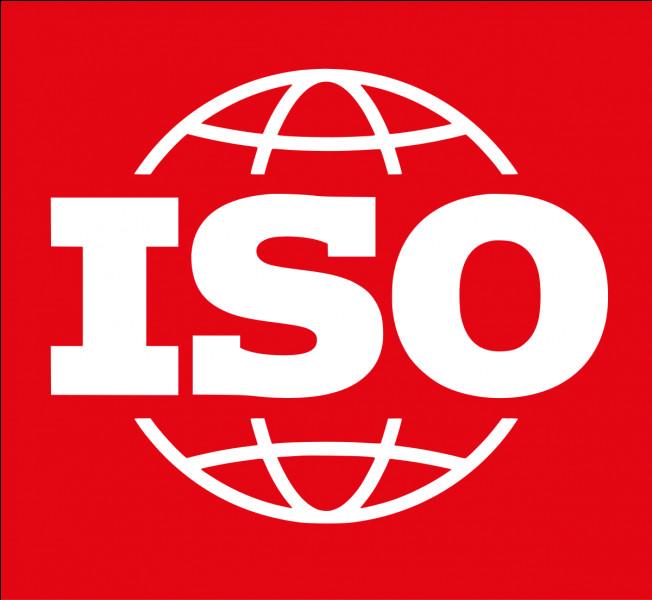 Quelle norme permet de fixer les requis aux fournisseurs du nucléaire et les spécificités pour l'application de l'ISO9001 ?