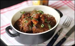 Quel est le nom de ce plat composé de daube de bœuf préparée avec une bière belge ?
