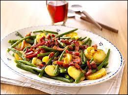 Quel est le nom de cette salade de pommes de terre et haricots verts avec lardons déglacés au vinaigre ?