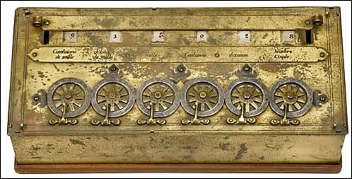 """On continue dans les chiffres en découvrant la célèbre """"pascaline"""", première calculatrice mécanique qui fut inventée par un français en 1642. Quel était ce mathématicien célèbre ?"""