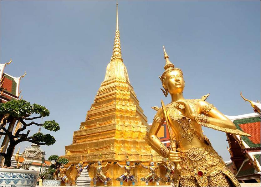 Le temple boudhiste Wat Phra Kaeo fut construit dans la capitale de la Taïlande au XVIIIème siècle, quelle est donc cette ville ?