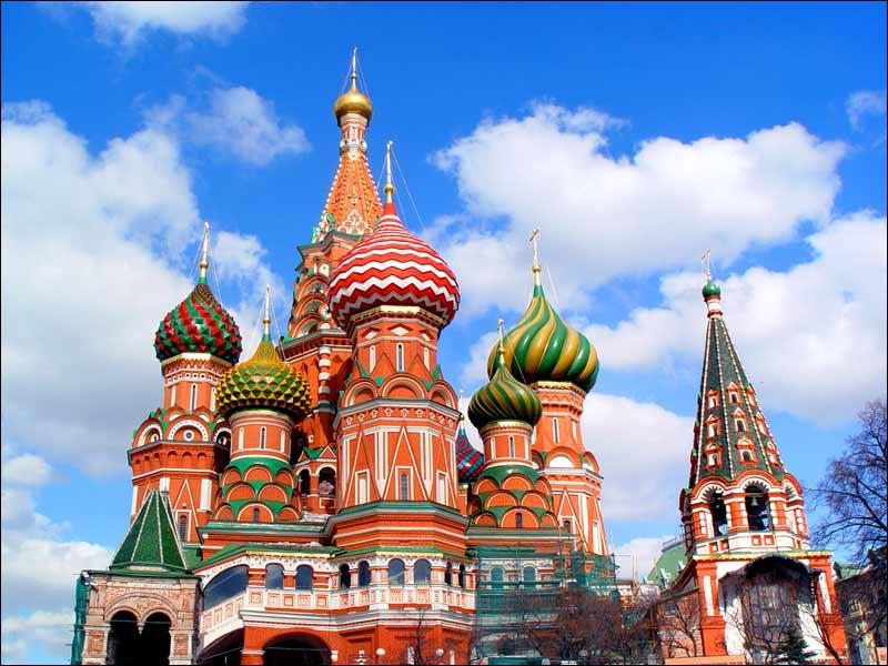 Quelle ville est la capitale de la Russie, où l'on peut contempler la Cathédrale Basile-le-Bienheureux ?