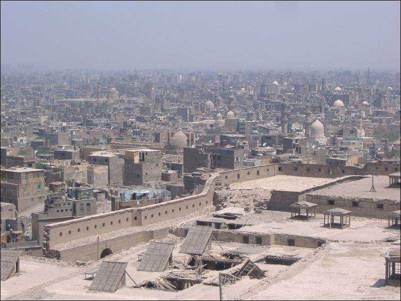 Quelle ville traversée par le Nil est la capitale de l'Egypte ?