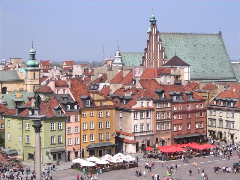 Quelle ville construite aux abords de la Vistule est la capitale de la Pologne ?