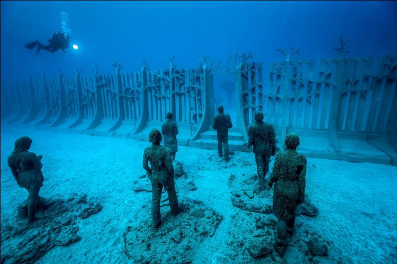A quel endroit pouvez-vous visiter le plus spectaculaire et plus grand musée sous-marin du monde ?