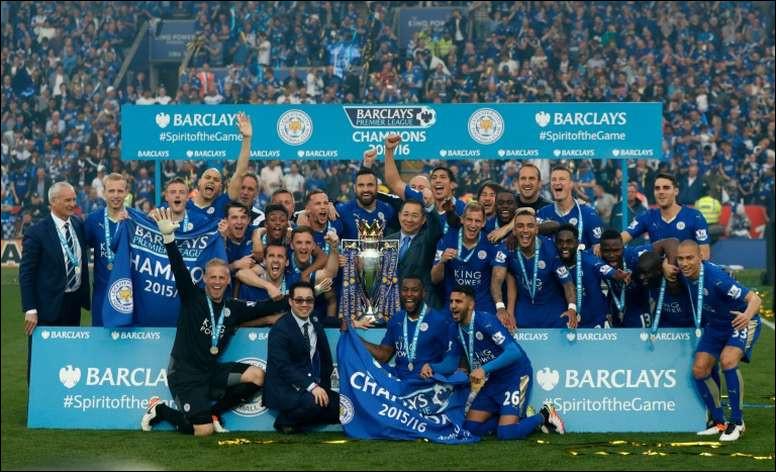 2015-2016. Leicester réalise l'un des exploits les plus fous de Premier League, en terminant sur le trône d'Angleterre, tout en ayant...