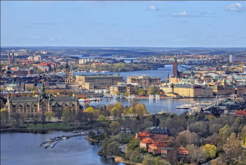 Quelle est cette capitale traversée par un fleuve ?