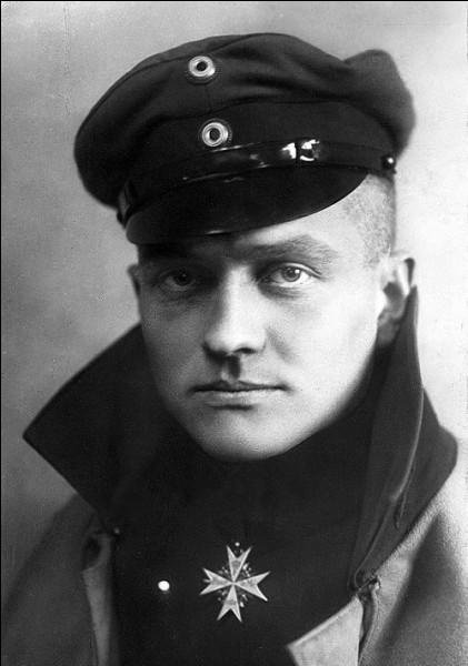 Sous quel surnom connaît-on mieux Manfred von Richthofen ?