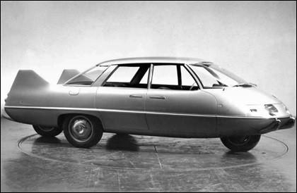 Est-ce pour célébrer la visite du pape Jean XXIII que ce prototype adopte des roues disposées... en croix ?Comment s'appelle cet ORNI qui n'a jamais eu la bénédiction de la production en série ?