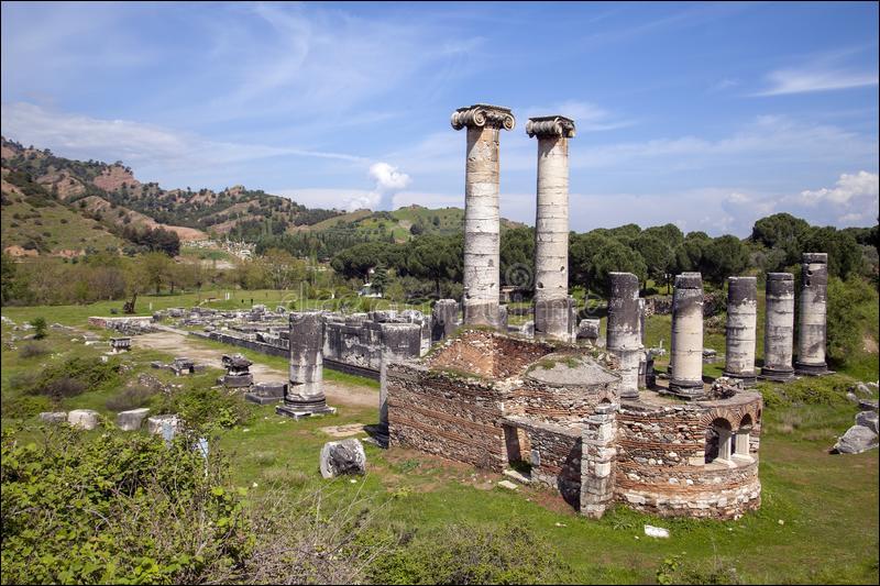 En 498 avant J-C, l'incendie de cette ville perse d'Asie mineure, par les Grecs révoltés contre Darius, provoquera la première guerre médique : quelle est cette ville ?