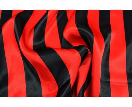 """""""En rouge et noir, j'exilerai ma peurJ'irai plus haut que ces montagnes de douleurEn rouge et noir, j'afficherai mon coeur ..."""" : Qui chante """"En rouge et noir"""" en 1986 ?"""