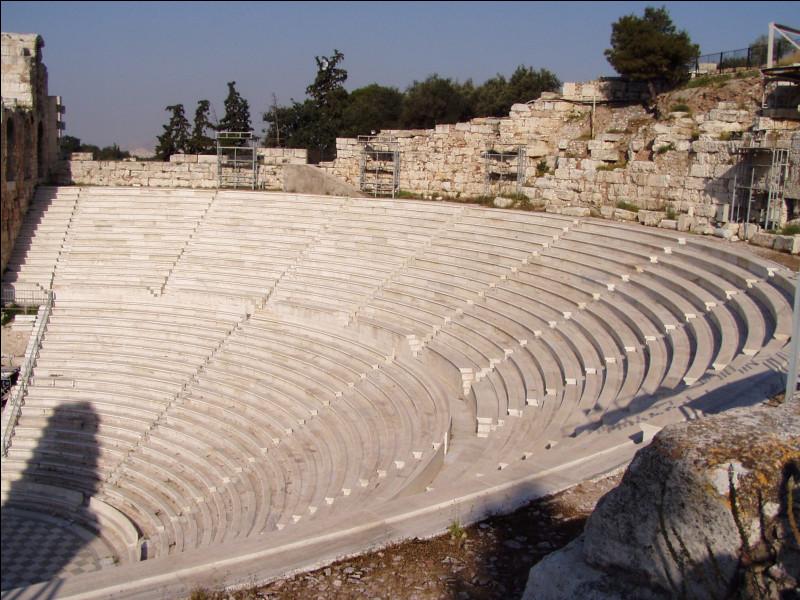 Dans l'Antiquité romaine, partie du théâtre où se trouvaient les gradins.