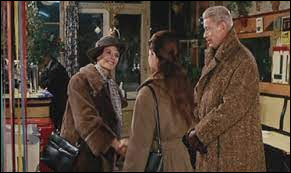 """Dans """"Muriel ou le temps d'un retour"""", Hélène Aughain, antiquaire à domicile, vit à Boulogne-sur-Mer avec Bernard, son beau-fils qui revient d'Algérie. De qui est ce film ?"""