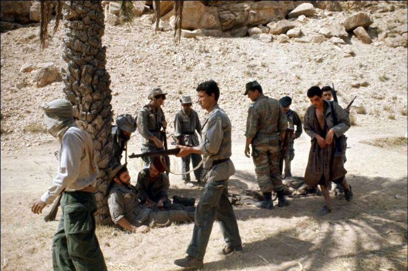 En avril 1961, dans le massif de l'Aurès, un commando, formé d'appelés affronte un groupe de l'Armée de libération nationale : il fait un prisonnier algérien. Le soldat français blessé au cours de l'accrochage, instituteur dans le civil, se rappelle les événements qu'il a vécus au cours des derniers mois. Quel est ce film de René Vautier ?
