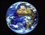 Imaginez : Une boule de 13 000 km de large environ, qui traverse l'espace à plus de 100 000 km/h, en tournant sur elle-même à 1600 km/h avec à son bord, plus de 7 milliards d'humains : la Terre.