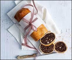 Comment se nomme cette spécialité sucrée à base d'une pâte feuilletée avec à l'intérieur, une pâte aux poires séchées ?