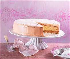 Comment s'appelle ce gâteau composé d'une génoise, d'une meringue aux amandes et d'une crème au beurre aromatisée au kirsch ?