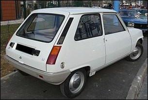 Voici la version de la Renault 5 construite de janvier 1972 à avril 1974 avec pas mal de pièces issues de la R4. Quelle est l'amélioration majeure à partir de 1974 sur la R5 LS ?