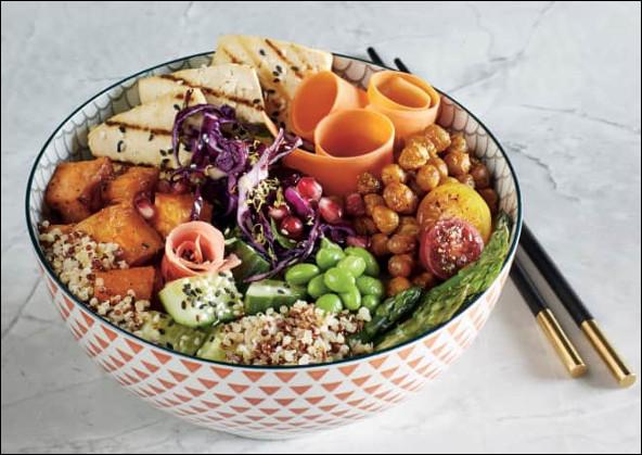 Quel est ce mets thaïlandais à base de riz, de tofu, de légumes divers et de légumineuses, le tout arrosé de vinaigrette ?
