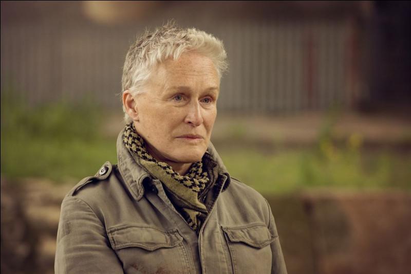 """Qui est cette actrice qui a joué dans """"Les 101 dalmatiens"""", """"Liaison fatale"""" et """"Seven Sisters"""" ?"""