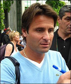 Joueur Français. 2 Open d'Australie en double, 1 Roland Garros en mixte et plusieurs titres Masters.