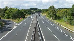 Auto, motos - Quelle est la vitesse maximale par temps de pluie sur une autoroute ?