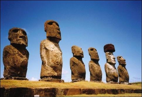 Du 8e au 12e s., ils édifièrent ces énigmatiques têtes géantes : on se demande ce que penseront nos descendants - dans quelques siècles - si jamais ils retrouvent les restes de nos boîtes-à-coucous...