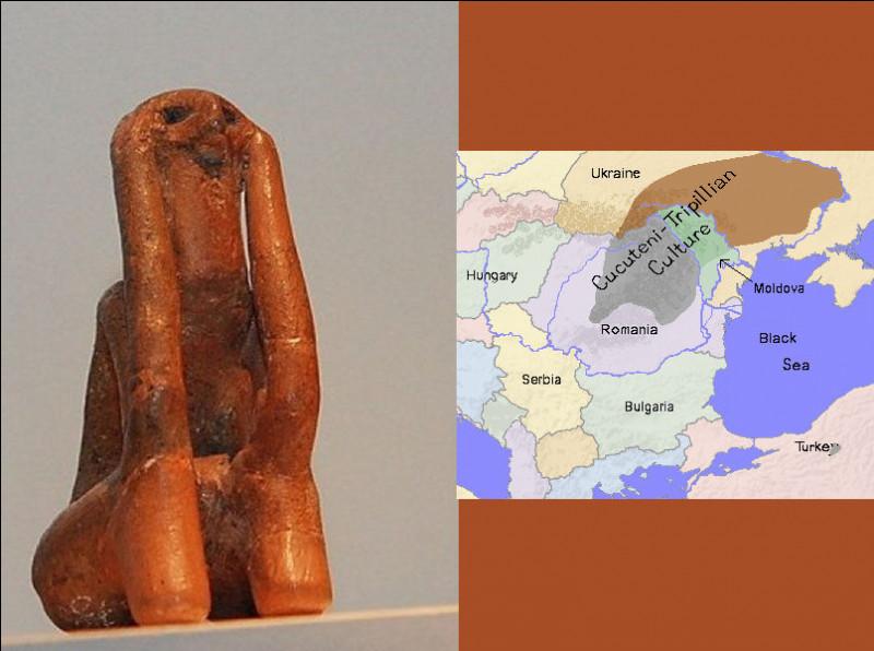 La culture matriarcale de Cucuteni-Trypillia fut capable, à la fin du Néolithique (entre 5 100 et 2 800 av. J.-C), d'édifier des villes imposantes de plus de 15 000 habitants : une de leurs étonnantes coutume fut de ...