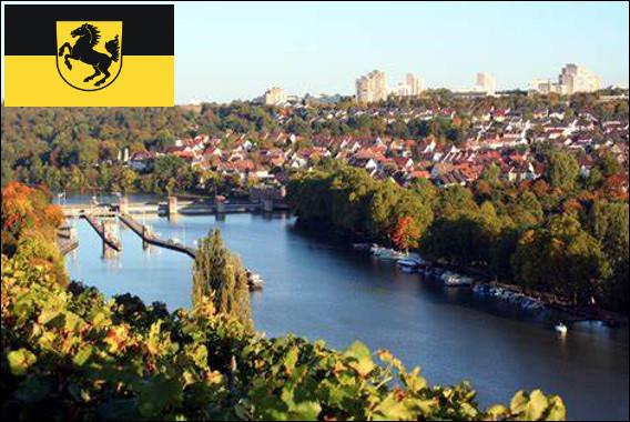 Quelle est cette ville allemande, capitale du Land de Bade-Wurtemberg, cité qui a vu naître la moto et l'automobile et où sont implantés Bosch, Mercedes, Maybach et Porsche ?