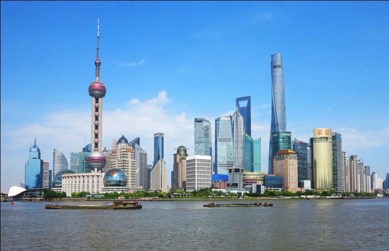 Quelle est cette ville, la plus peuplée de Chine et la plus grande mégalopole du monde ?