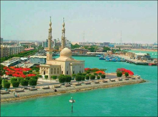 Quelle est cette ville, un port d'Égypte situé à l'embouchure d'un célèbre canal du même nom ?